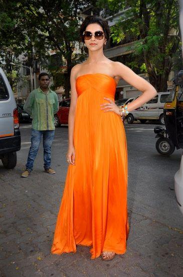 Deepika Padukone ,one of my favorite actresses with one one of my favorite dresses!!!!perfect!!!!she's perfect!!!