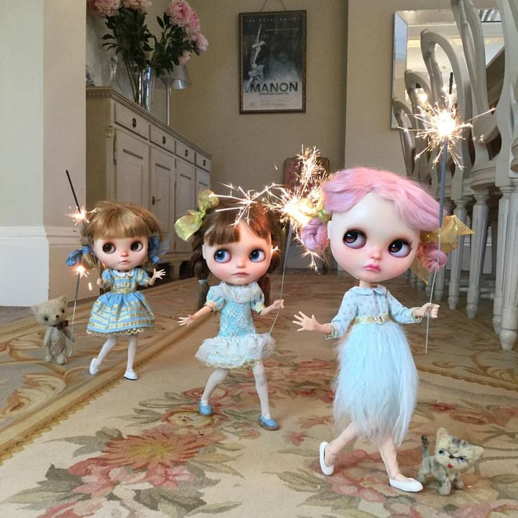 """""""We've got sparklers, twinkly sparkly sparklers ! Running around without a care waving our sparklers in the air. All around the house we run , having twinkly sparkly fun! #sparklers  #fireworks  #k_dolls_heaven  #vainilladolly  #k07doll  #loungoinglinda #dewdropteddybears  #kitty #pretty #kawaii  #blythedoll  #dollphotography  #blue  #dakawaiidolls"""