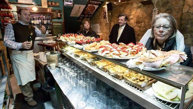 Uno de los bares de tapas de la calle Laurel, en Logroño