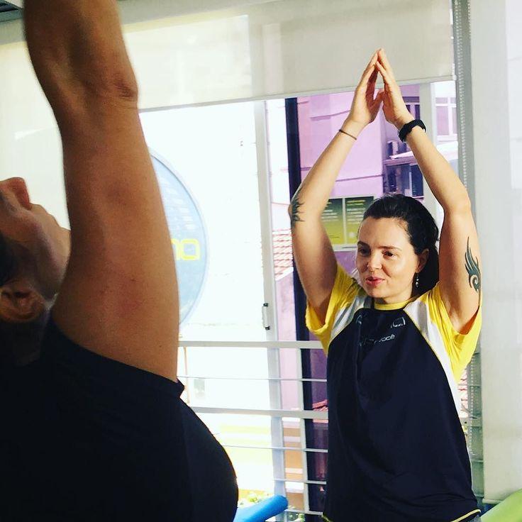 Surya Namaskar A saudação ao sol A  Aulão de Yoga do Sábado Zen da Proforma Leblon que aconteceu no dia 1 de abril. Aula com as professoras Lia Caldas (euzinha ) Simone Zonenschain e Simone Nigri com sorteio de brindes e café da manhã no final da aula  Foto linda da querida amiga Simone Zonenschain. Obrigada!!!  #LiaCaldasYoga #Yoga #VemPraProforma #Proforma #YogaLife #YogaLifestyle #YogaLove #YogaInspiration #YogaEveryday #Yogini #YogaTeacherLife #HathaYoga #Vinyasa #YinYangVinyasa