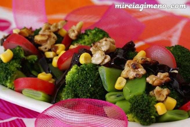 Ensalada verde tibia con espagueti de mar http://www.mireiagimeno.com/recetas/ensalada-verde-tibia-con-espagueti-de-mar