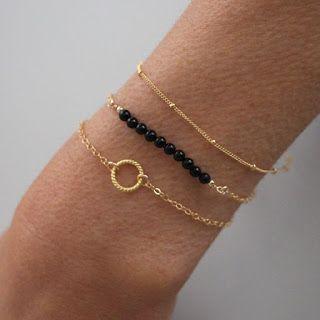 Bracelet cercle pas cher   Découvrez le bracelet cercle pas cher . Le bracelet chic pour la femme elegante et glam.      Bracelet cercle pas...