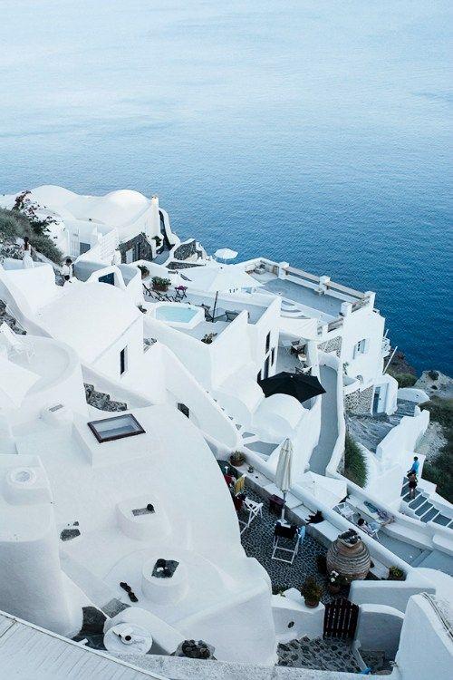 Travel Guide // Santorini