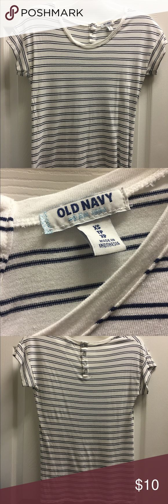 Old navy tee Old navy tee. Gently worn, no stains, no rips Old Navy Tops Tees - Short Sleeve