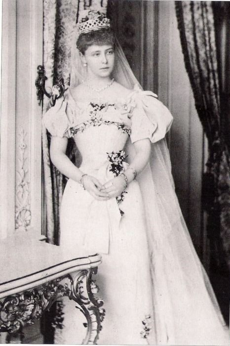 Pss Marie of Edinburgh the day of her wedding with Crown Prince Ferdinand of Romania. 1893. She was just 17 years old.