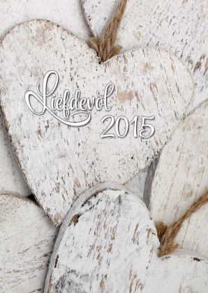 """Close up foto van witte houten harten. Met de tekst """"Liefdevol 2015"""". Leuke, moderne kaart voor de beste wensen van het nieuwe jaar. Te vinden op: https://www.kaartje2go.nl/nieuwjaarskaarten"""