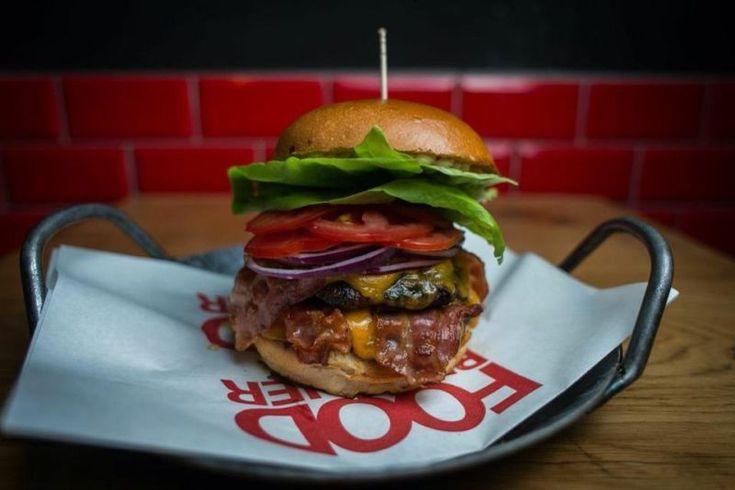Food Brother: Das kleine Lokal in der Brückstraße begeistert seit der Eröffnung im Mai 2014 mit handgemachten Burgern. Mehr auf: http://www.coolibri.de/redaktion/gastro/imbiss/food-brother-dortmund.html