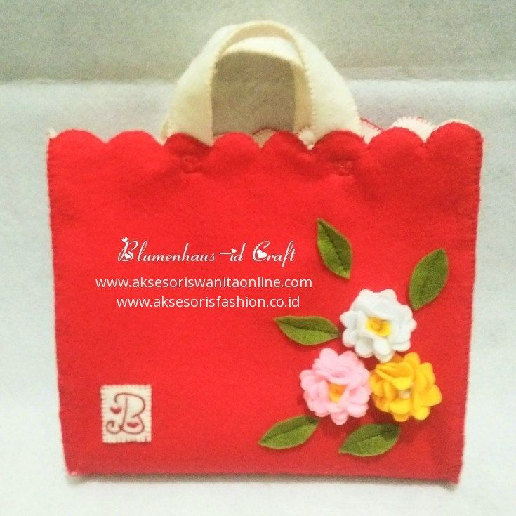 Blumenhaus-id Red Felt Flower Bag // Felt Handbag by BlumenhausInaCraft on Etsy