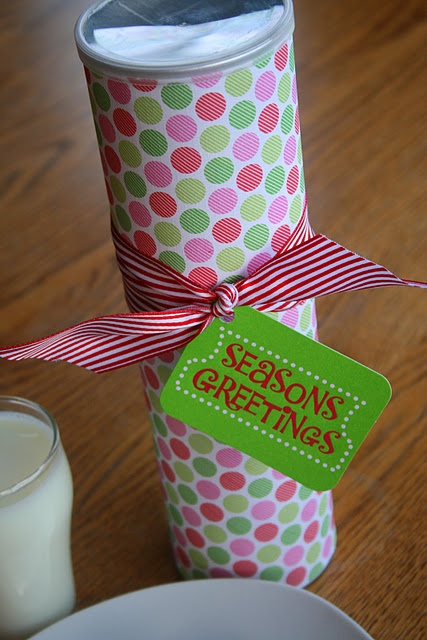 Great idea! During the Holidays our close neighbors give each other cookies and candies to each other. This is perfect for giving cookies! Use Pringles cans to package Christmas cookies