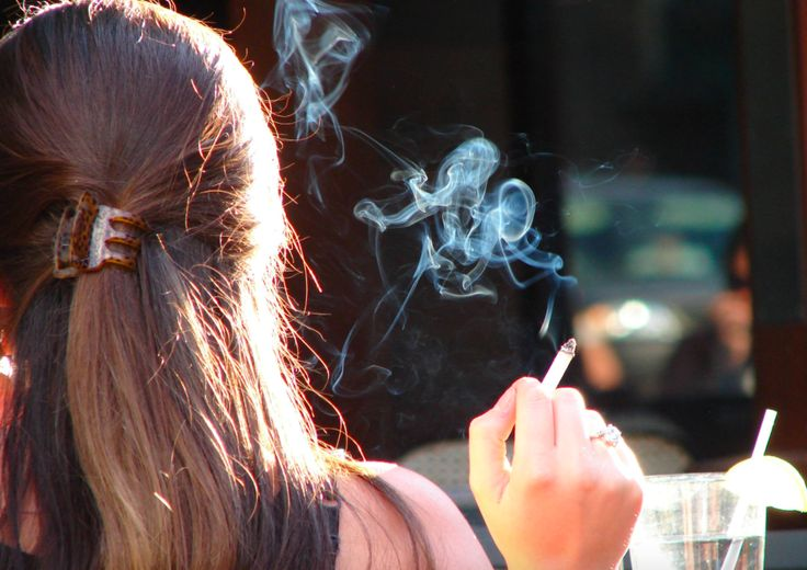 Smokers Face Higher Risk for Revision after Knee Replacement - http://www.orthospinenews.com/smokers-face-higher-risk-for-revision-after-knee-replacement/