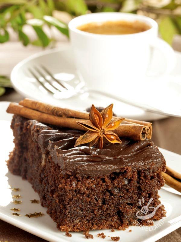 La Torta al cioccolato speziato senza burro è un dolce profumatissimo, ricco di aromi che si diffondono dal forno in tutta la casa.
