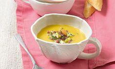 Fruchtige Kürbis-Maronen-Suppe Rezept: Cremige Kürbis-Suppe mit Cidre und einer Einlage aus Äpfeln, Speck und Rosmarin - Eins von 7.000 leckeren, gelingsicheren Rezepten von Dr. Oetker!
