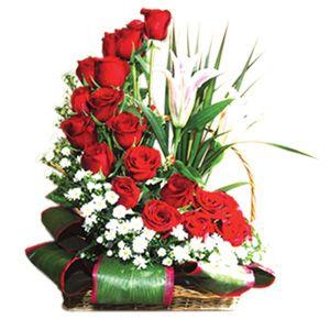 para este san valentin regala un arreglo de rosas en media luna flores