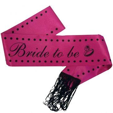 """Pinke Schärpe mit der Aufschrift """"Bride to be"""" - Damit jeder gleich die zukünftige Braut erkennt"""