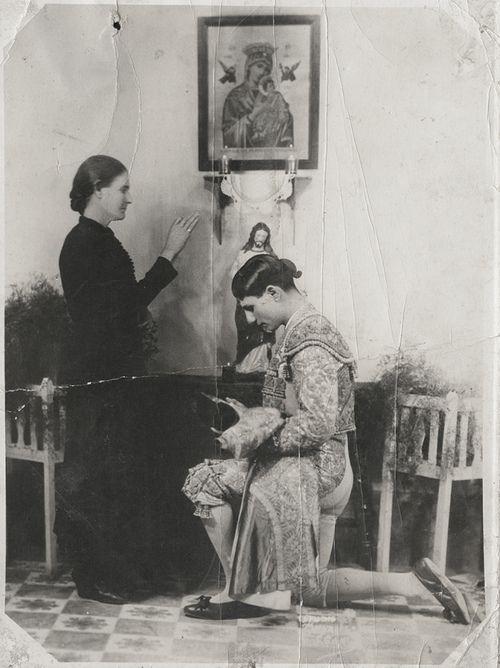 Sam Gary, Lorenzo Garza (El Ave de las Tempestades), receiving his mother's blessings before a bullfight, 1930