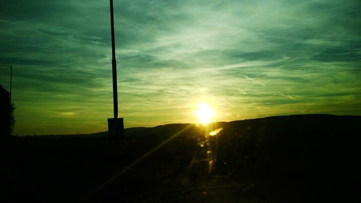 Cestou domů z Prahy jsem zahlédl zeleno žluté nebe :)
