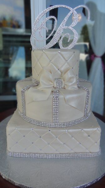 Elegant Modern Silver White Multi-shape Round Square Wedding Cakes Photos & Pictures - WeddingWire.com