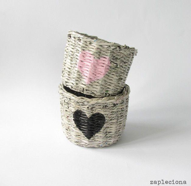 Szary koszyk z różowym sercem - zapleciona - Koszyki
