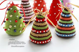 Crochet_pattern_-_little_christmas_tree_-_final_2_-_with_text_small2