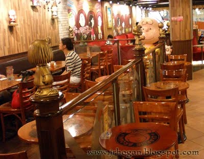 Charlie Brown 'Snoopy' Cafe in Hong Kong