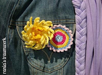 Chrysantheme und Button für Jeansjacke