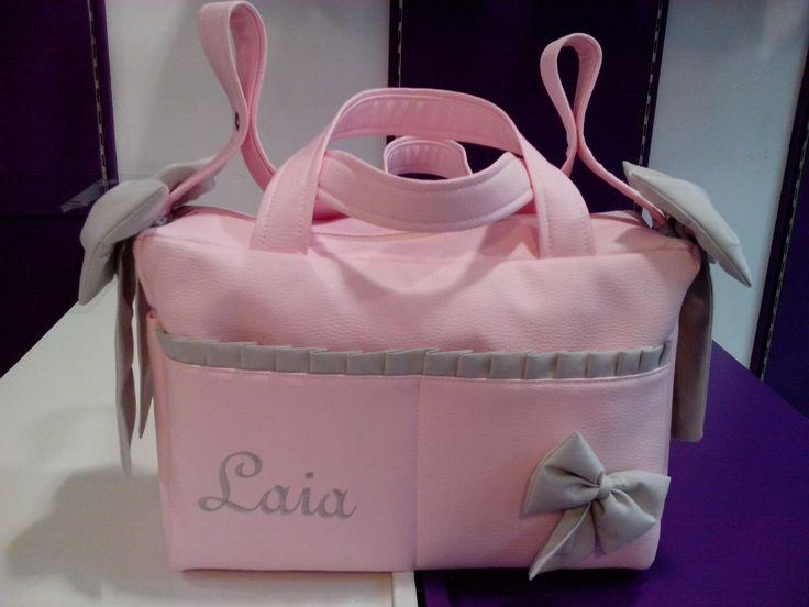 bebetecavigo.Bolso maternal de polipiel rosa personalizado.bebetecavigo.