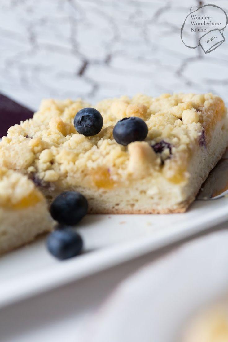 Hefekuchen mit Aprikosen und Heidelbeeren und Vanillestreusel