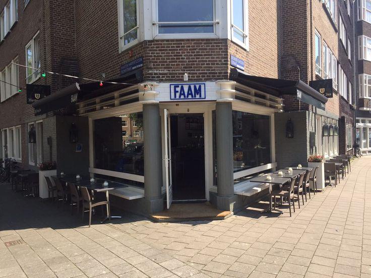 De reclameletters voor Restaurant FAAM zijn uitgevoerd in 8mm dik blauw acrylaat (Acrylic) en gemonteerd op de stenen gevel met afstandhouders.  www.reclamelettersonlone.nl