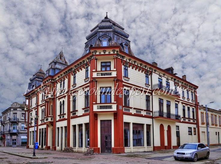 Image and Sound Expert: Case vechi, strada Stefan cel Mare, zona piata gri...