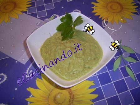 Salsa di gambi di prezzemolo-salsa verde - Da un'idea della Cucina facile.   Ingr. 150.gr.di gambi di prezzemolo 1 uovo sodo 3 cuc