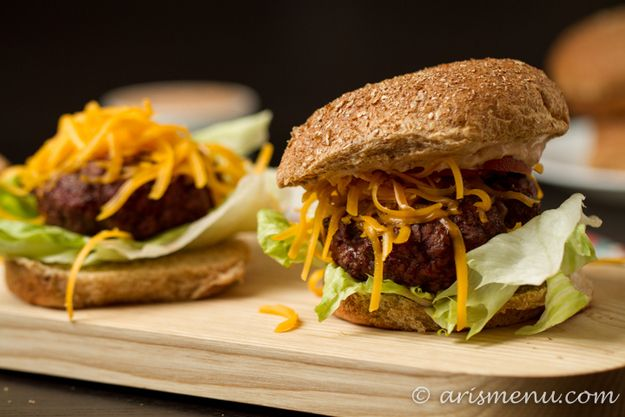 29 Healthy Versions Of Your Favorite Comfort Foods: Spicy Chipotle Cheeseburgers