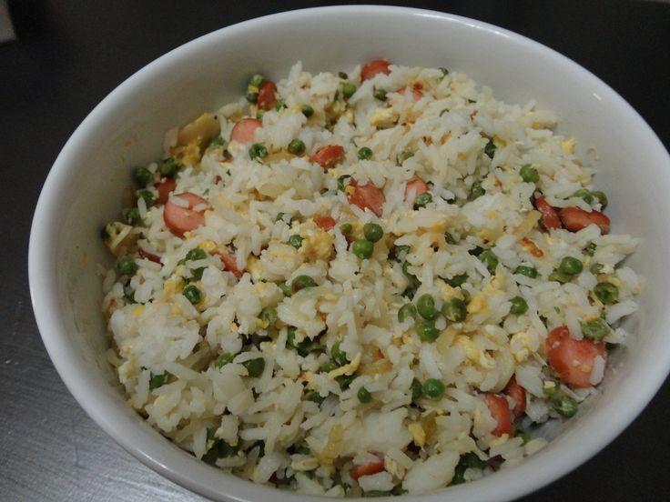 Je vous propose ce soir une version de riz cantonnais, pour servir en accompagnement ou bien en plat complet pour le soir. A vos fourneaux :-) Ingrédients : - 200gr de riz thaï cuit - 1 oignon - 2 gousses d'ail - 4 saucisses de Strasbourg - 2 oeufs -...