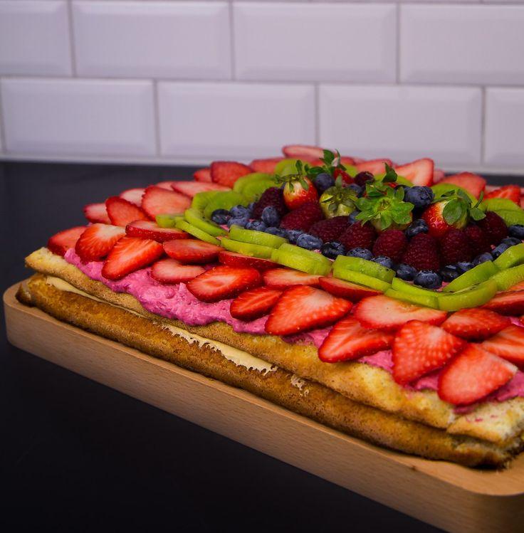 Tårta i långpanna fylld med mousse