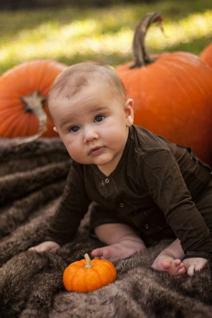 C'est si bon fall baby pictures. halloween pumpkins.