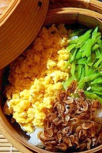 簡単3色丼ならぬ3色せいろ蒸し。残りご飯や冷ご飯で、こんなご馳走を作れるとは!