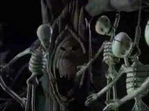 Bienvenue À Halloween - YouTube Have students listen/watch for vocab they've learned.