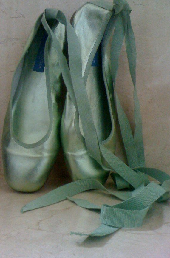 "Reserved For Amygirl-til 9/14 Sale HOLLYWOULD Metallic Green ""CABANA"" Ballet Leather Flats Size 9M Made in ITALY"