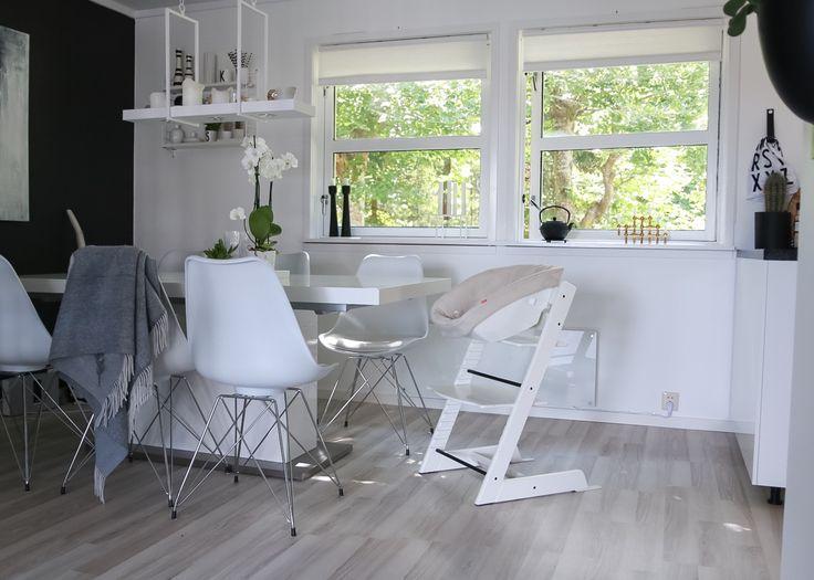 IG: @hvitelinjer. Blog: www.hvitelinjer.no     Spisestue - hvitelinjer    #interior #inspiration #scandinavian #modern #design #decoration #spisestue #diningsroom #skeidar #bohus