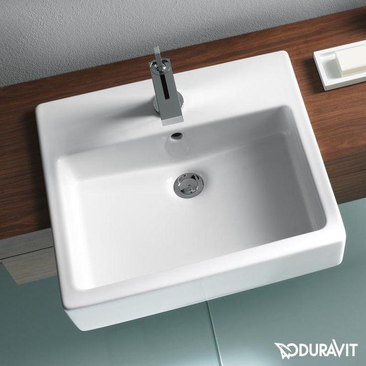Duravit Vero: Der weiße, eckige Halbeinbauwaschtisch ist ein toller Hingucker in Ihrem Bad: Perfekt für das Gästebad oder auch Hauptbad. Zudem ist der Waschtisch durch die WonderGliss-Oberfläche einfach zu reinigen. #waschtisch #waschbecken #halbeinbauwaschtisch #bad #badezimmer #eckig #herausstehend #vorstehend #duravit #vero #wasser #wasserlauf #hände #gästebad #gästewc #duravit #vero #reuter #reuterde