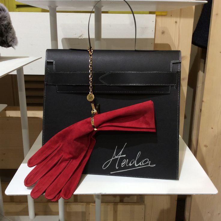 Merola Gloves Suede with gloves Holder