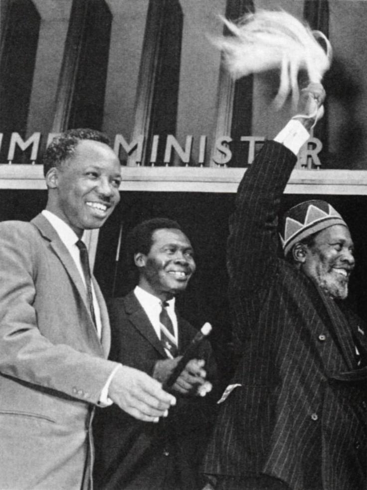 Julius Nyerere de Tanzania, Milton Obote de Uganda, Jomo Kenyatta de Kenya, 1964.