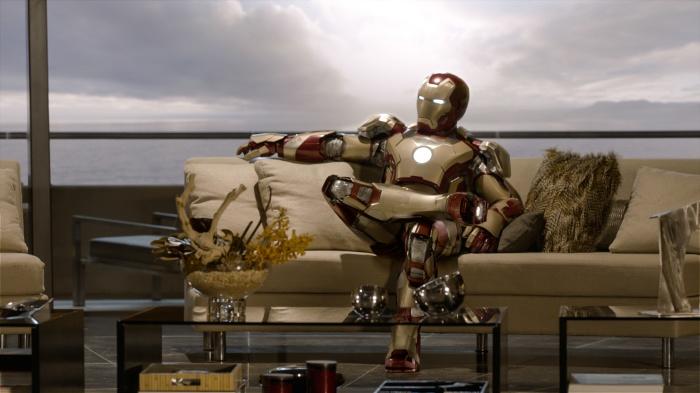 Auch Helden müssen sich mal entspannen: Iron Man/ Tony Stark (Robert Downey Jr.).  TM & © 2013 Marvel & Subs. All Rights Reserved. www.marvel.com
