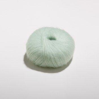 SOFT KID MOHAIR, MINT  70% Super Kid Mohair 25% Polyamid 5% Schurwolle, 25g - Nadelstärke: 4 - 5 Lauflänge: ca.125m auf 25g - Maschenprobe (10 x 10cm): 18M x 25R -  Verbrauch Pullover Gr. M / 38-40: ca. 250g