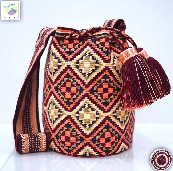 36 отметок «Нравится», 1 комментариев — Wayuu Bags &Bikini etc. (@wayuukiss) в Instagram: «Wayuu bag single thread รุ่น Premium quality ⭕️Sold out⭕️ •ฐาน 8.5 นิ้ว สูง 10.5นิ้ว •สายยาว 108…»