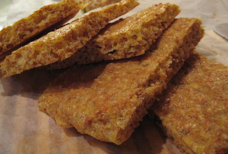 Brødskiver med sesamfrøer supergode! :) De har en god smak av ost og frø. Kjempegodt med alt slags pålegg på. Jeg liker disse veldig godt. De passer veldig bra som lunsj på jobben med noe ordentlig pålegg på :) Jeg har på leverpostei og majones eller makrell i tomat. Gjerne en stor dæsj med smør…