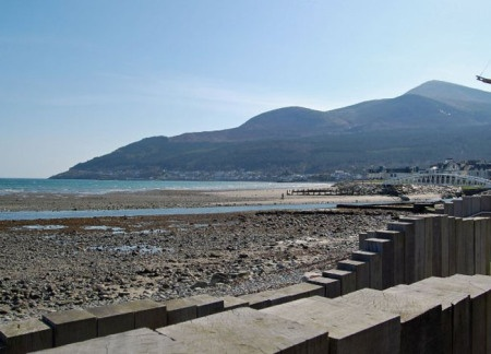 Mourne Mountains from Newcastle. Top 10 Northern Ireland Attractions | For full list of Northern Ireland attractions check here: http://live-less-ordinary.com/europe-travel/top-10-northern-ireland-attractions-tourism-ni
