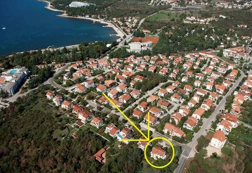 #ApartmentBrijuni offers a comfortable #accommodation 300m from beach of #Istria tourist center, #Porec The house is only 700m away from the #oldTownPorec and all the major #tourist attractions   For all information, please click on the link. For other offer of #PorecApartments or #CroatiaPrivateAccommodation visit www.croatiapartments.net and find best accommodation offer for your #CroatiaHolidays2018 without agency commission!