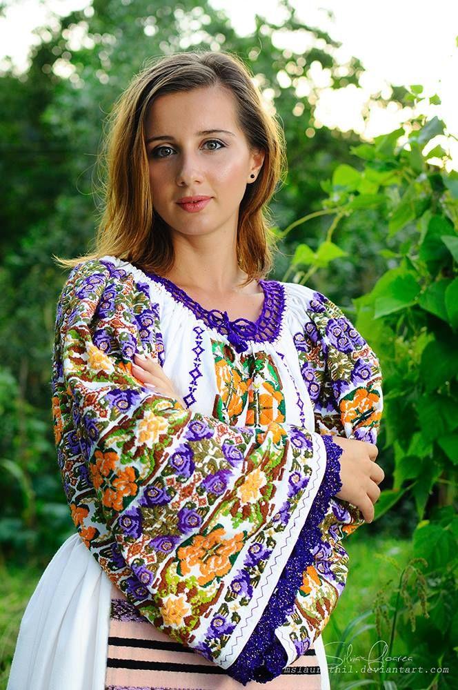 Romanian Girl - Tania Furnea,  Photo by Silvia-Floarea Tóth, Traditional Romanian Clothes: Colecţia de artă populară Silvia-Floarea Tóth