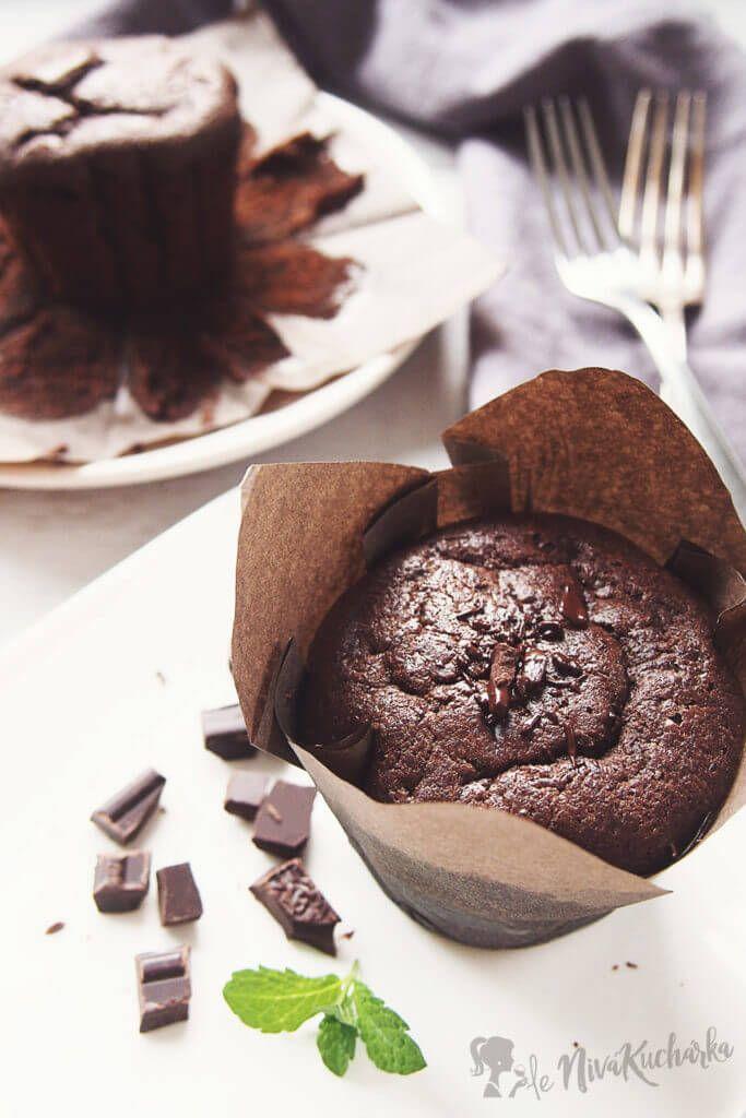 Jednoduché čokoládové muffiny s nutelou