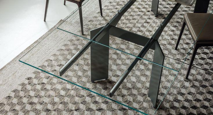 PK454 Muebles Donostia. Mesa de comedor con tablero de cristal, muy ligera a la vista y extensible